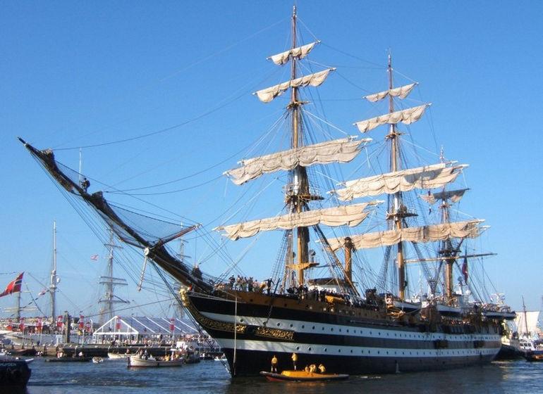 Amerigo_Vespucci-Sail_Amsterdam_2005-hq-890x647