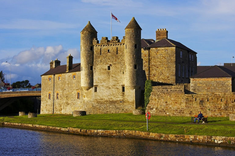 Boating-Holidays-Irland-upper-lough-erne-Enniskilen-castle-SP1200