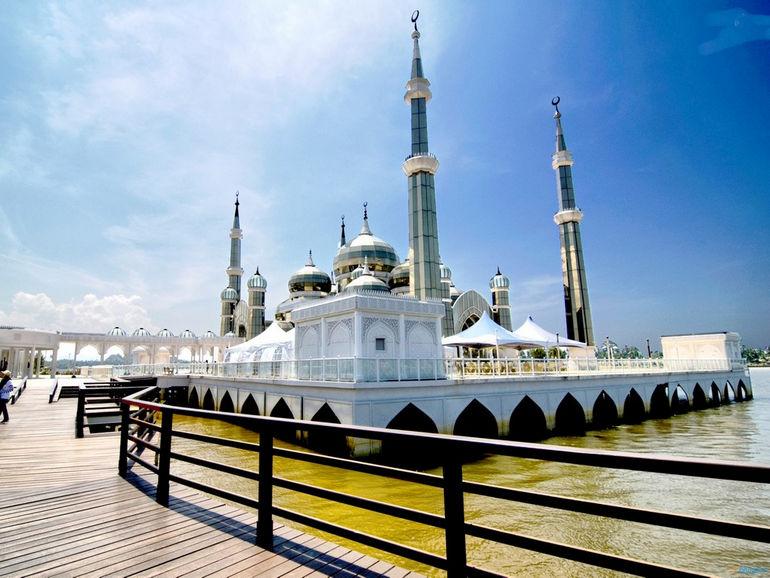 Crystal-Mosque-in-Kuala-Terengganu-Malaysia-2