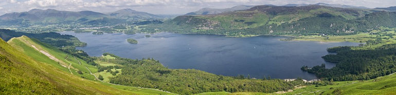 Derwent_Water_Panorama,_Lake_District_-_June_2009