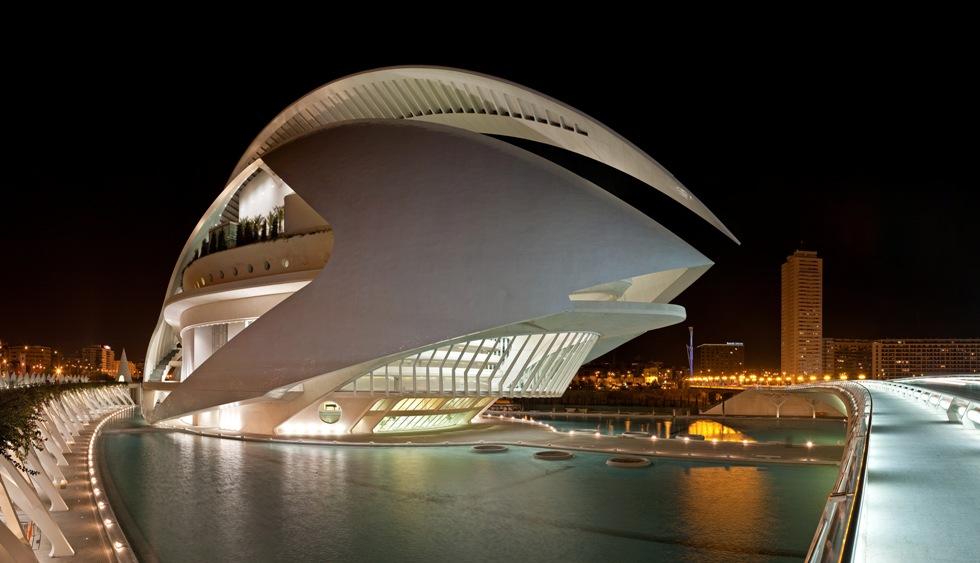 El_Palau_de_les_Arts_Reina_Sofía,_Valencia_-_Jan_2007