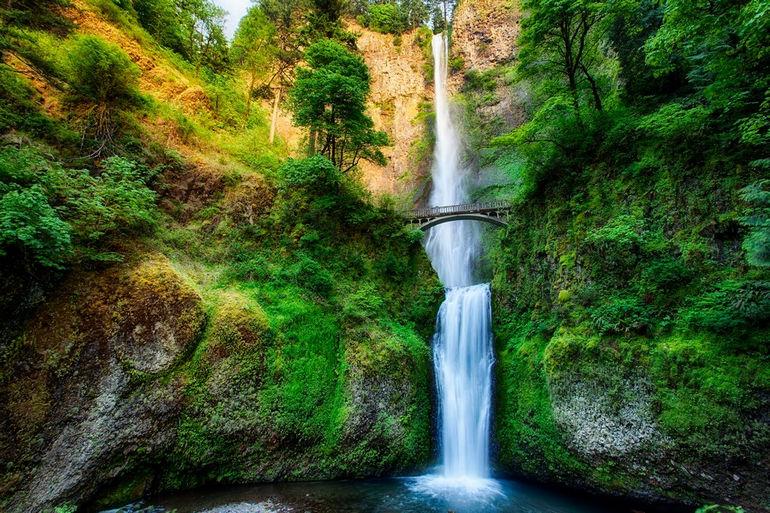 Multnomah-Falls-in-Oregon-by-Michael-Matti