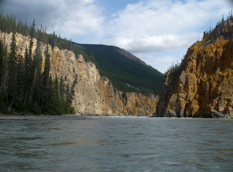 Nahanni_River_-_Fourth_Canyon