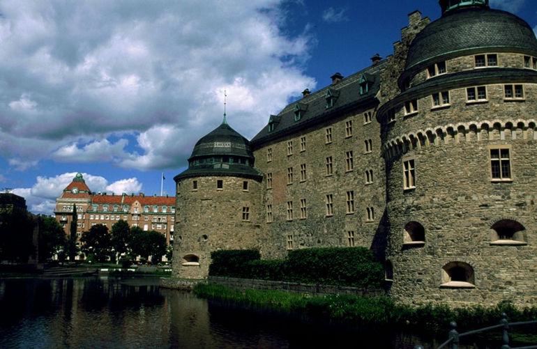 Orebro_castle_May_2004