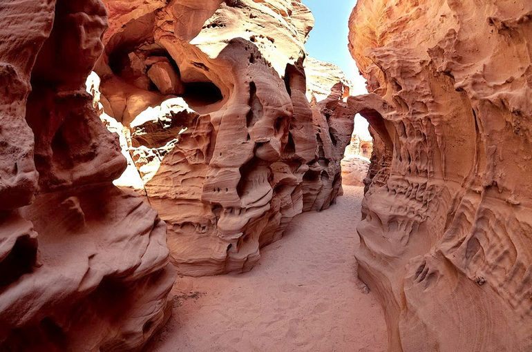 coloured_canyon_egypt