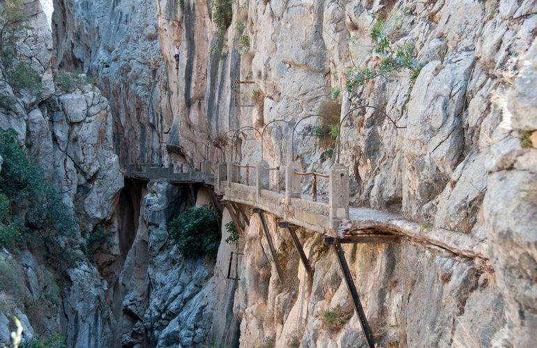 el-chorro-caminito-del-rey-inside-the-gorge