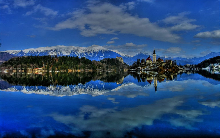 lake_bled_hd_wallpaper-wide