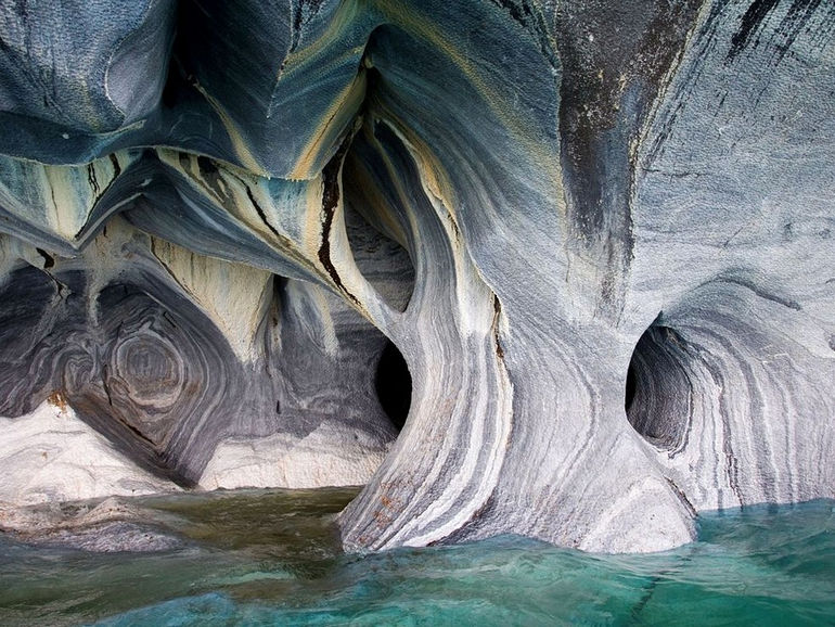 marble-cathedral-lake-general-carrera-chile_67421_990x742