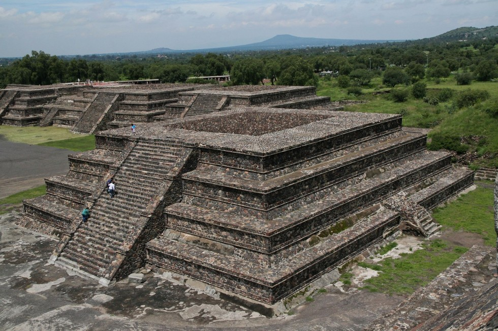 pyramid-of-the-sun-second-largest-in-the-new-world-in-Teotihuacan-mexico-1600x1066