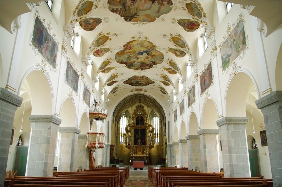 schaenis-stiftskirche-st-bastian-langschiff-27284