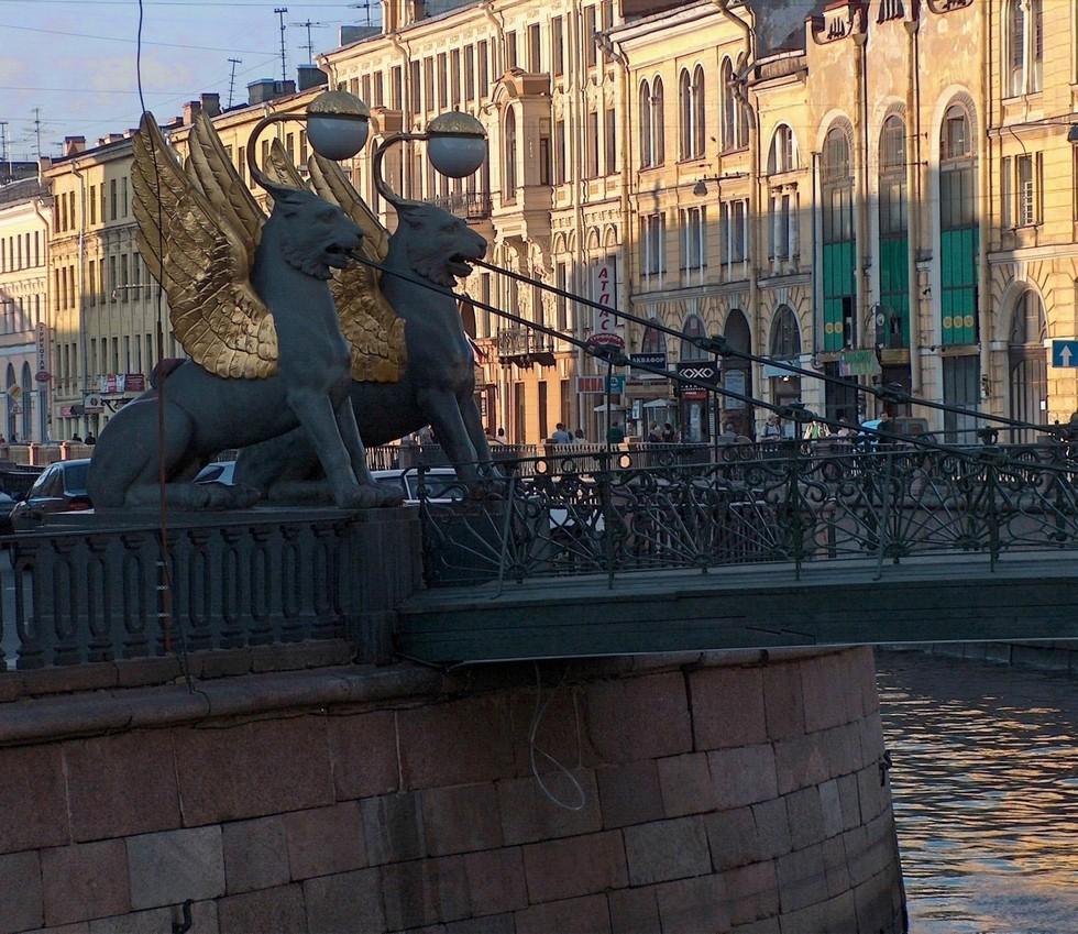 Грифоны_Банковского_моста,_2011-12-30