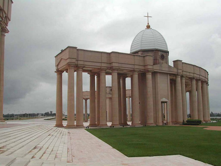 Нотр-Дам-де-ла-Пэ: наибольший собор в мире (Кот-д'Ивуар)