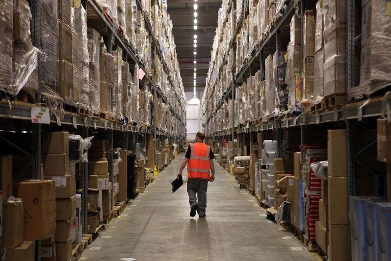 Inside-Amazon-Warehouse-08