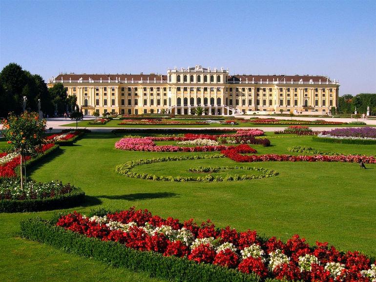 Schoenbrunn-Palace