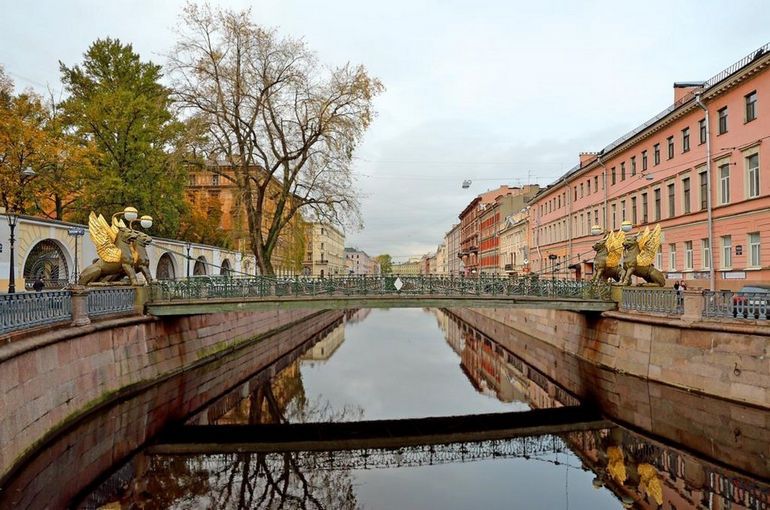 Griboyedov Canal and Bank bridge in Saint-Petersburg, Russia