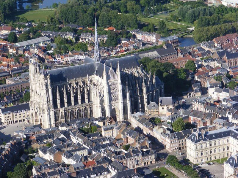 la-cathédrale-d-amiens-vue-du-ciel