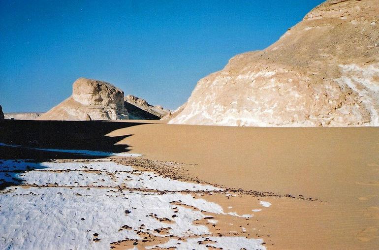 1280px-Flickr_-_neiljs_-_White_desert,_Egypt_(1)
