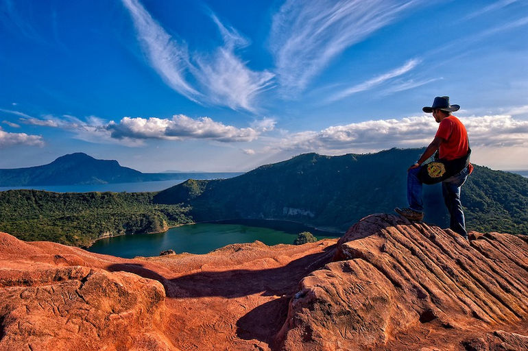 20110220-00-15-33-This-is-the-Philippines-No-15-Manchester-United-Cowboy-at-Taal-Volcano