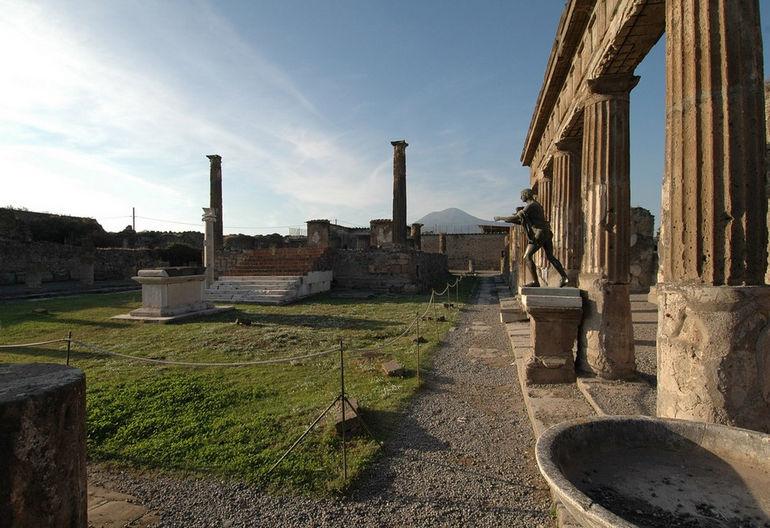 Храм Аполлона в Помпеях (Италия)