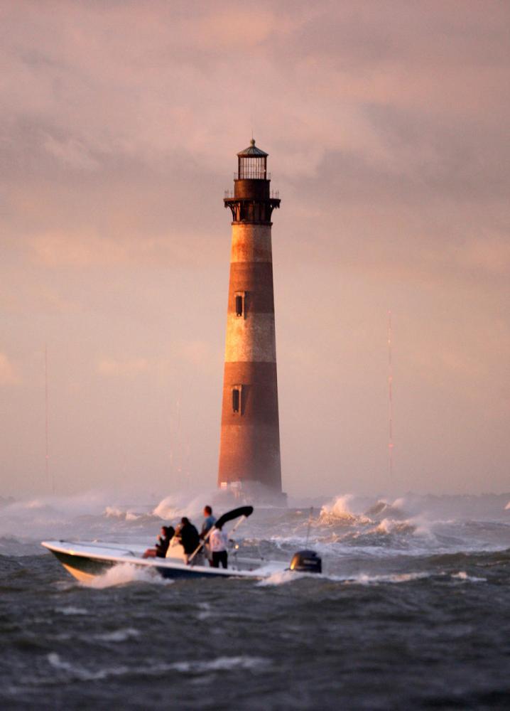 Башня, стоящая на воде: заброшенный маяк острова Моррис (США)