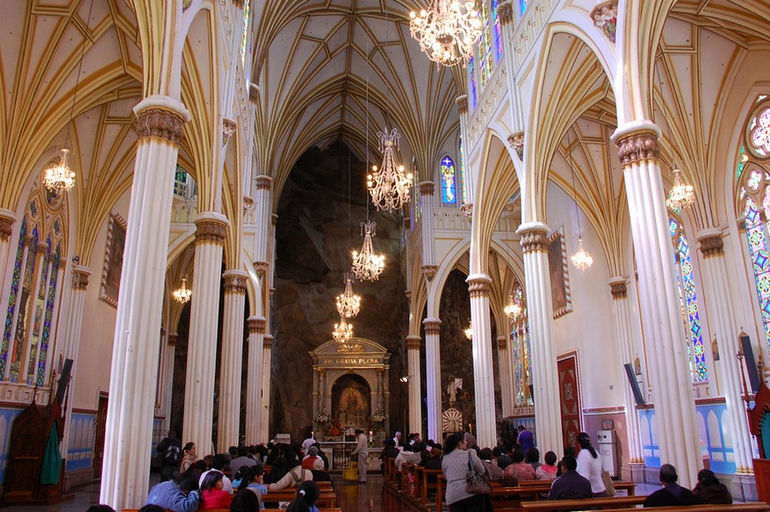 95451098_large_inside_las_lajas_cathedral
