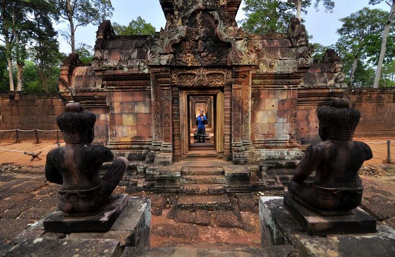 Anna-exploring-Banteay-Srei