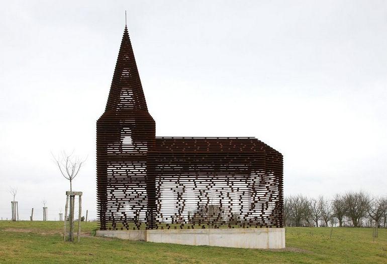Прозрачная церковь Читая между строк (Бельгия)