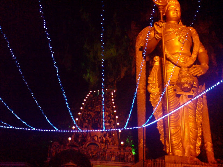 Batu_Caves_statue