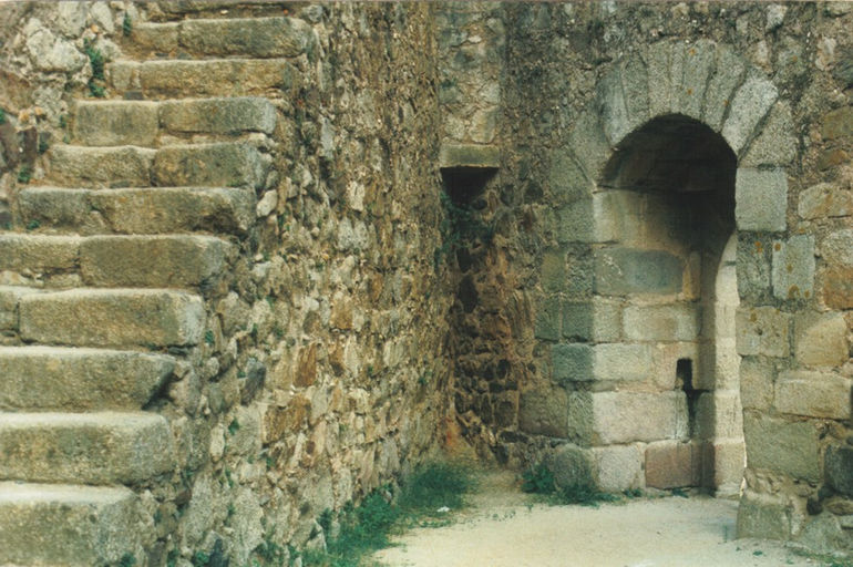 Castelo-de-Almourol_interior
