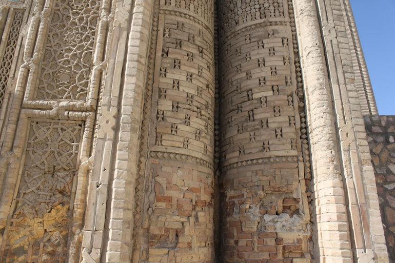 Magok-i-Attari_mosque_outside_view_4_detail