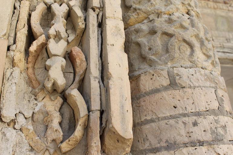 Magok-i-Attari_mosque_outside_view_5_detail