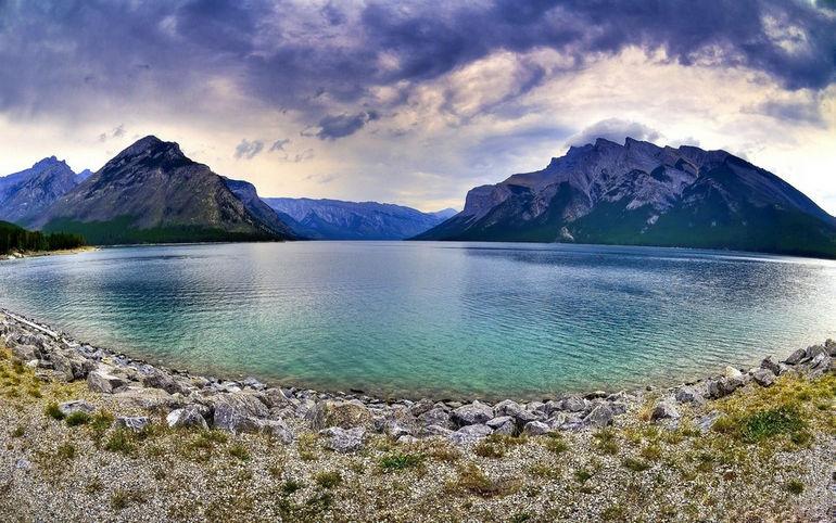 Peyto-Lake-Mountain-Sky-Banff-Alberta-Canada