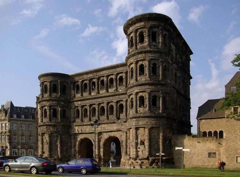 Trier_Porta_Nigra_BW_2
