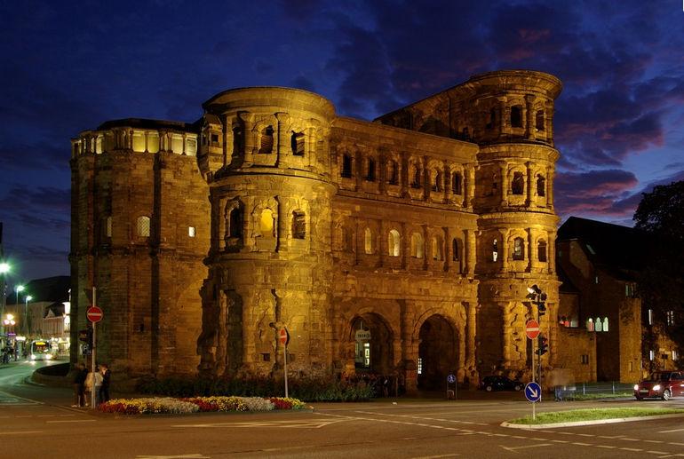 Trier_Porta_Nigra_BW_4