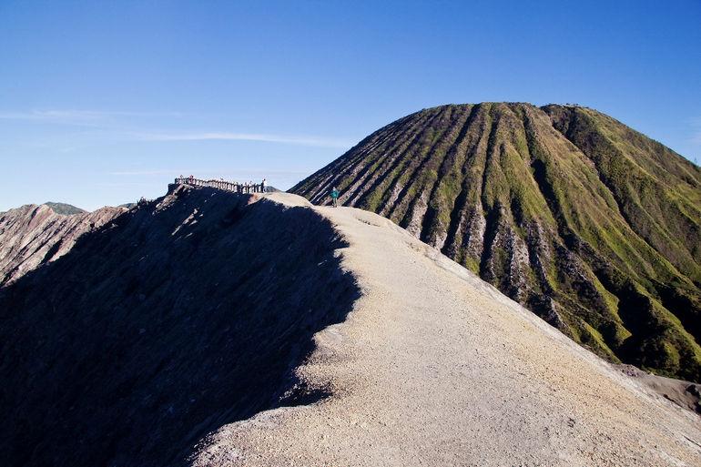 Walking_on_the_edge_of_Gunung_Bromo_volcano