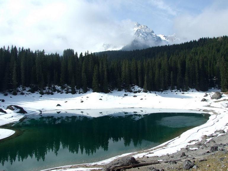 il-lago-di-carezza-dopo-il-disgelo-4-
