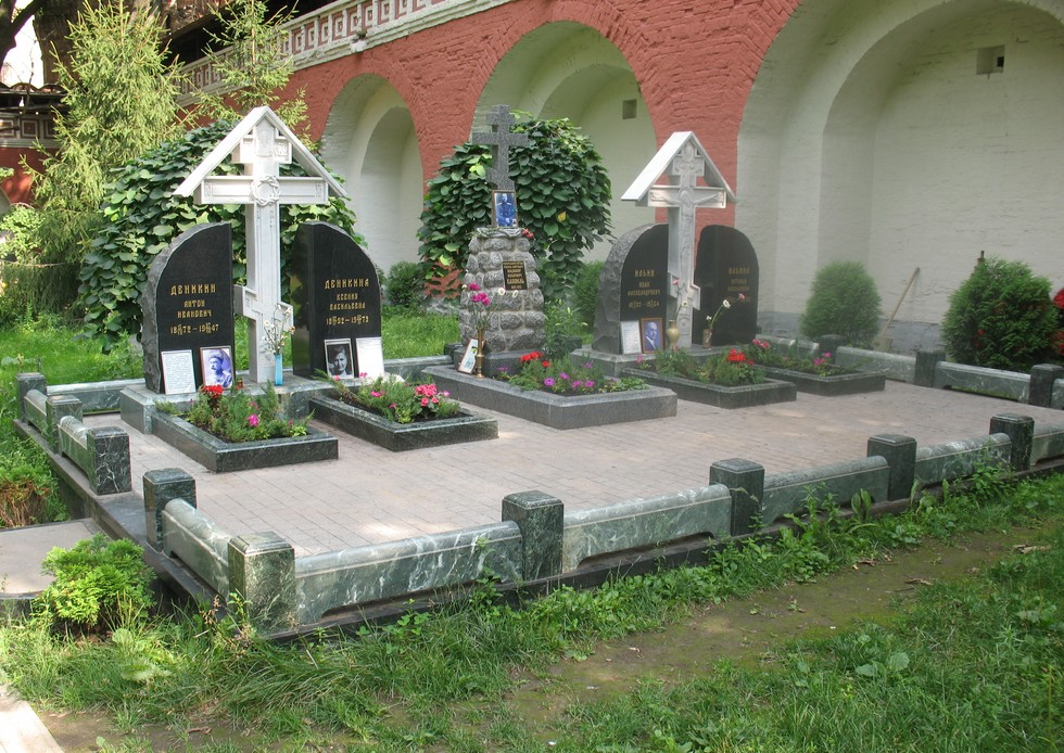 Мемориал_белым_воинам_в_Донском_монастыре_(Москва)