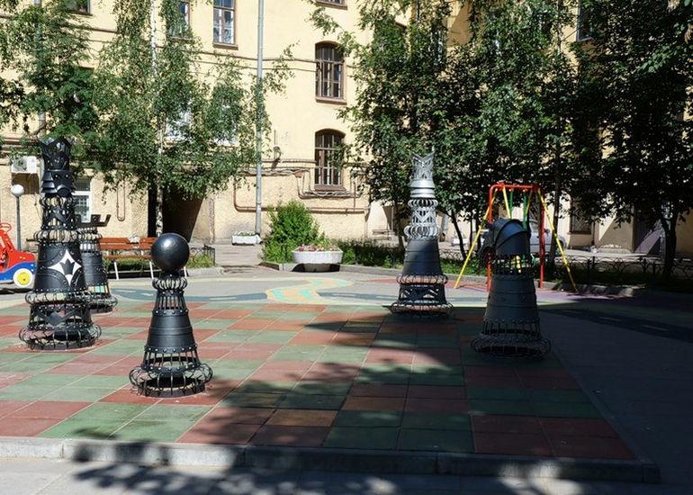Шахматный дворик в Санкт-Петербурге (Россия)