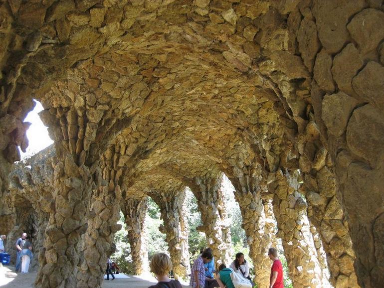 Barcelona-Parc-Guell-columns-32