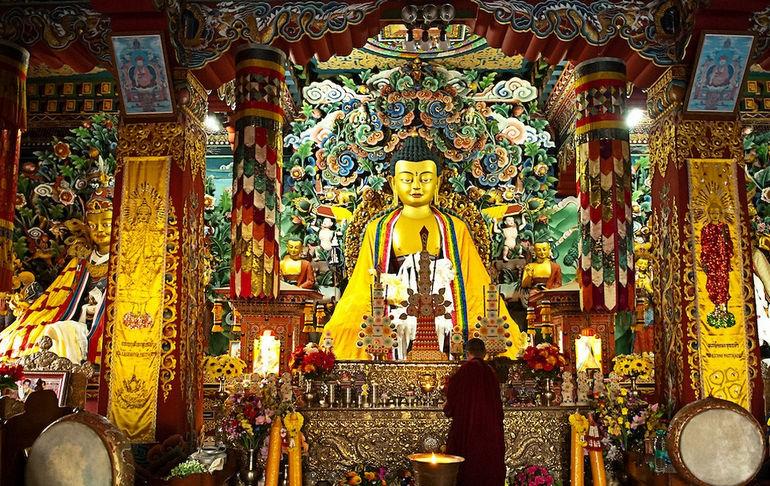 Bhutanese-Temple-8001120