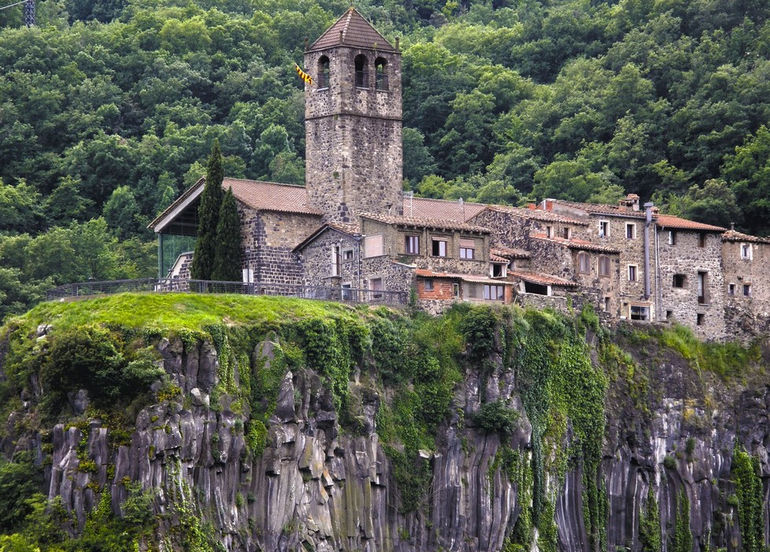 Кастельфольит-де-ла-Рока (Испания)