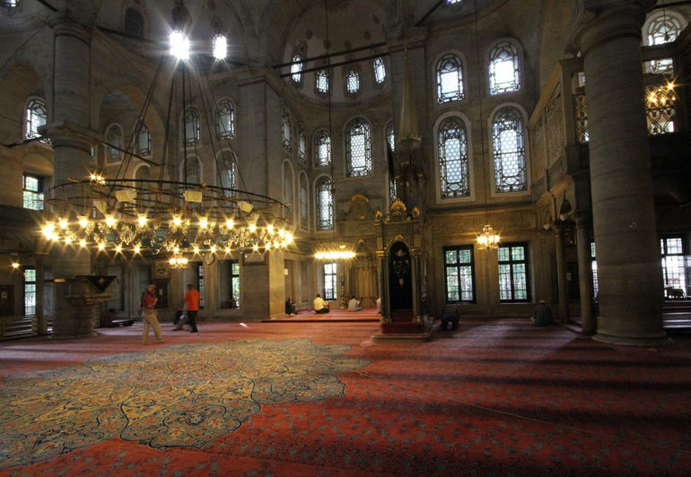 Eyup_sultan_camii_interior_Istanbul_2013_1