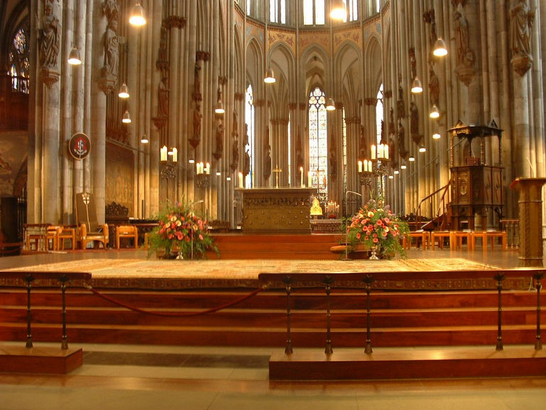 Inside_Cologne_Cathedral