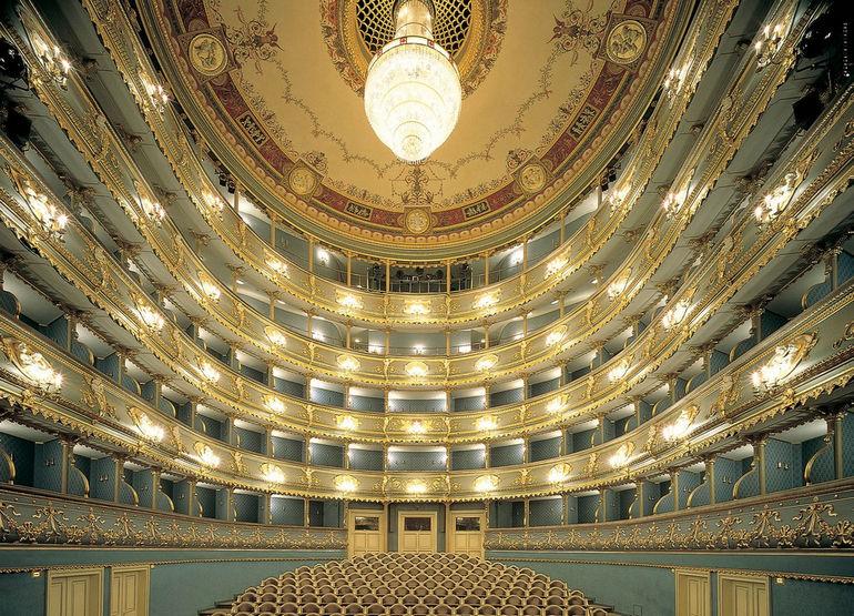 Stavovske-divadlo-1