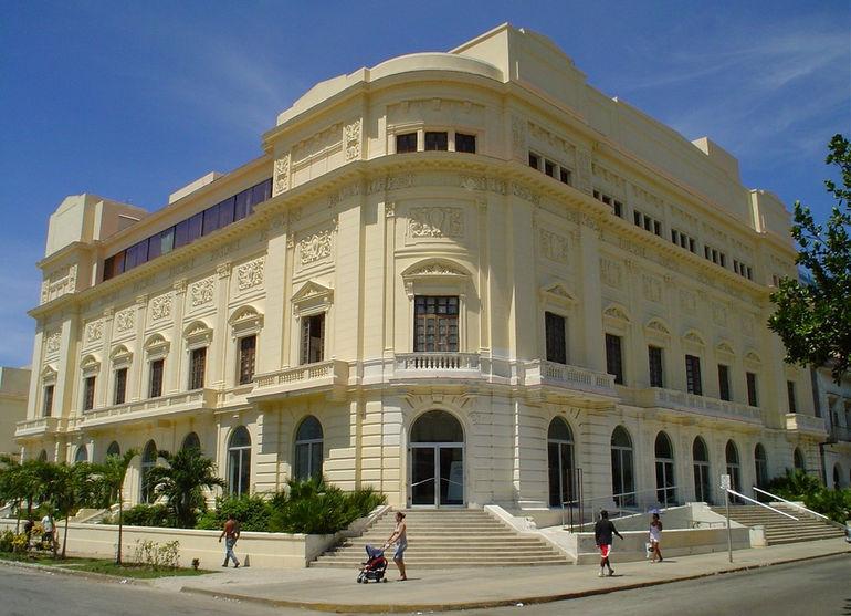 Театр имени Амадео Рольдана (Куба)