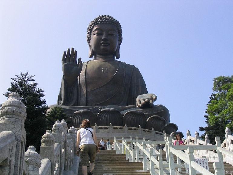 Tian_Tan_Buddha_on_Lantau_Island_Hong_Kong_4