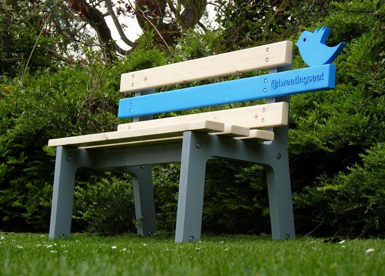 TweetingSeat172