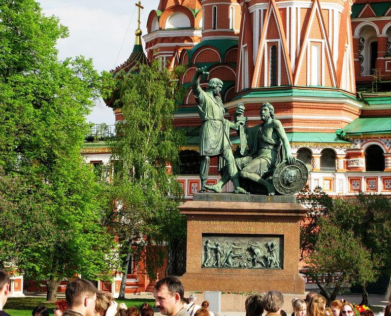 Памятник Минину и Пожарскому в Москве (Россия)