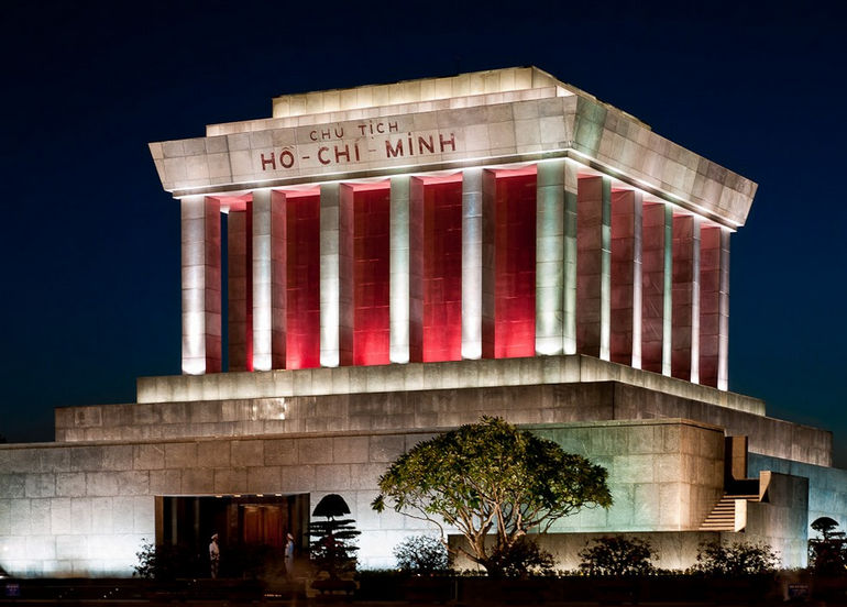 ho_chi_minh_mausoleum_hanoi_vietnam