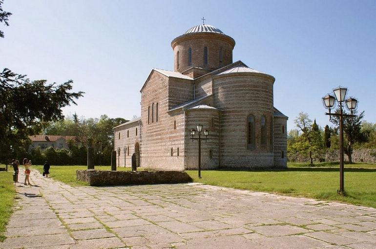 Пицундский храм: прекрасный образец византийского стиля (Абхазия)
